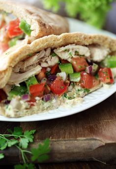 Mediterranean Diet Whole wheat pita pockets with chicken, hummus and Mediterranean salsa Hummus Sandwich, Hummus And Pita, Pita Sandwiches, Delicious Sandwiches, Pita Recipes, Chicken Recipes, Healthy Recipes, Sandwich Recipes, Sandwich Ideas