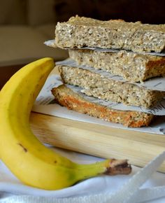 i talk to food: Banana Protein Bars (am going to sub almond mash for the bananas and also add cocoa powder) Protein Bar Recipes, Protein Powder Recipes, Protein Snacks, Vegan Snacks, Healthy Treats, Energy Snacks, Healthy Recipes, Diabetic Recipes, Healthy Desserts