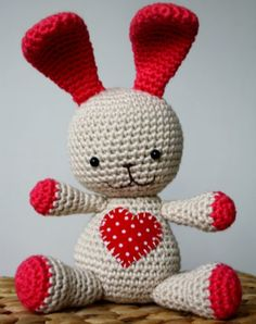 Freebie Alert ~ Bunny Love! This is a free amigurami crochet pattern from Lilleliis and is simply too adorable not to share. This would be another great project to share with children's charities or a special someone in your life. http://melodys-makings.com/freebie-alert-bunny-love/