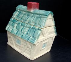Wonderful Vintage 1962 Brush McCoy W-31 Cottage/House Cookie Jar, Container