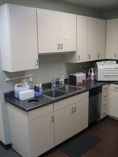 Dental Office Design by Design Ergonomics Pharmacy Design, Dental Office Design, Office Interior Design, Counter Design, Kitchen Design, Dental Reception, Dental Cabinet, Clinic Design, Kitchen Models