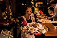 Μετά τη σαββατιάτικη βόλτα θέλετε να καθίσετε κάπου για ένα καφέ με τα παιδιά, αλλά το… ντουμάνι των καπνιστών σας χαλάει τα σχέδια; Σ' αυτά τα μαγαζιά το τσιγάρο απαγορεύεται δια ροπάλου. Desserts, Food, City, Tailgate Desserts, Deserts, Essen, Postres, Cities, Meals