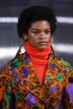 Marni Fall 2018 Ready-to-Wear collection, runway looks, beauty, models, and reviews.