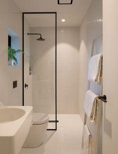 Minimalist Small Bathrooms, Minimalist Bathroom Design, Interior Design Minimalist, Modern Minimalist, Modern Small Bathrooms, Minimalist House, Small Bathroom Interior, Modern Bathroom Design, Master Bathroom
