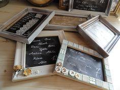 asztalokra ültető kártya helyett: nevek képkeretben