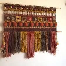 Resultado de imagen para telar mural decorativo Weaving Projects, Weaving Art, Weaving Patterns, Tapestry Weaving, Loom Weaving, Wall Tapestry, Textile Fiber Art, Woven Wall Hanging, Weaving Techniques