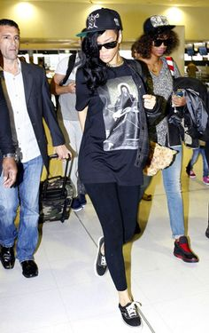 Rihanna - Everyone's Wearing Givenchy T-shirts: Rihanna, Rita Ora, Liberty Ross, Kanye West, Jay Z... | Grazia Fashion