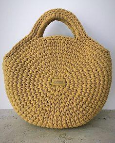 Okkerszerelem❤️#macaronbag #mutimithorgolsz #vabenemanufaktura #kötött #horgolt #taska #knittedbag #handmade #crochetbag #miladruciarnia
