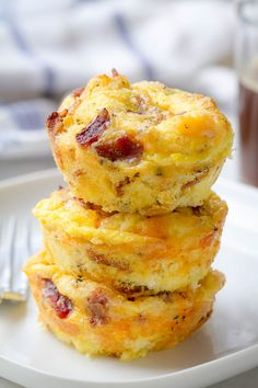 Egg Muffins Cheesy Bacon Egg Muffins - Low in carbs and high in protein - The perfect make-ahead breakfast for on the go.Cheesy Bacon Egg Muffins - Low in carbs and high in protein - The perfect make-ahead breakfast for on the go. Breakfast Party, Breakfast Cups, Breakfast On The Go, Make Ahead Breakfast, Low Carb Breakfast, Breakfast Ideas, Breakfast Cereal, Bacon And Egg Breakfast, Egg Recipes For Breakfast