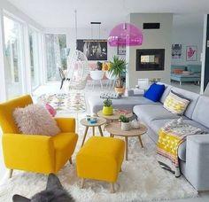 Tu salón es un lienzo en blanco al que puedes ir añadiendo color poco a poco escogiendo los muebles que más te gusten hasta conseguir el resultado perfecto 🤗 #inspiracion #salonesbonitos #salones #ideashogar #casasbonitas #primavera #interiorismo #decoracion #tapiceriasbonitas #amarillo💛 #interiordesign #instadecor #yellow #homedecor #creativayconestilo