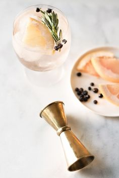 Elderflower Spanish Gin and Tonics. Try Albergian gin in this cocktail! Spring Cocktails, Classic Cocktails, Craft Cocktails, Party Drinks, Cocktail Drinks, Cocktail Recipes, Alcoholic Drinks, Beverages, Prosecco Cocktails