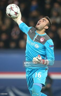 Roberto Jimenez Gago goalkeeper of Olympiacos in action during the UEFA Champions League Group C match between Paris Saint-Germain FC and Olympiacos FC at the Parc des Princes stadium on November 2013 in Paris, France. Paris Saint Germain Fc, Action News, Uefa Champions League, Goalkeeper, Dream Team, Paris France, Gate, November, Soccer
