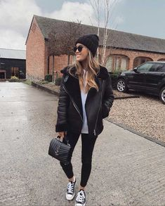Prettylittlehing leather jacket of Kate Hutchins on the Instagram account of on the Uni Outfits, Winter Mode Outfits, Summer Dress Outfits, Casual Winter Outfits, Winter Fashion Outfits, Trendy Outfits, Fall Outfits, Fashion Clothes, Fashion Fashion