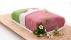 Koko Suomi leipoo -ohjelman kuudennessa jaksossa Lorin prinsessakakun vaniljakreemi syntyi kookosmaitoon.