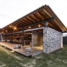 building a house Casa VR, located in a secluded area near the town of Tapalpa, is an exercise in clarity and functionality. Roof Design, Modern Farmhouse, Red Farmhouse, Farmhouse Decor, Rustic Modern, Modern House Design, Barn House Design, Steel Frame, Future House