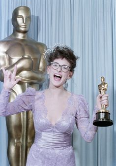 """Marlee Matlin signs """"I love you"""" at the 1986 Academy Awards. At 21, she was the youngest person to win the best-actress award, a record she still holds for """"Children of a Lesser God""""."""