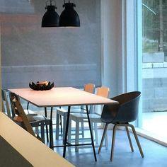 #ruokailutila #vaneripöytä #beandliv #hay #mikrosementti #diningtable #diningspace #concretefloor #newhouse