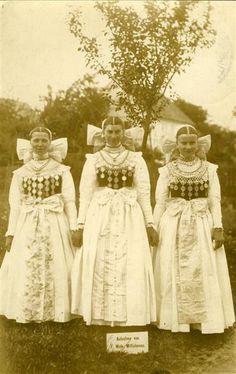 Sorbische Frauen in Tracht Wels, F. (Fotograf) Lausitz/ Wittichenau 1912 Museum für Sächsische Volkskunst