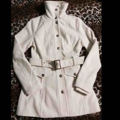 Guess White Coat  HOST PICK✨⭐️ Still in great condition. Beautiful coat and perfect for the winter season. It's cozy and comfortable! Has the original tags. Interior has blue spot from jeans but not noticeable Guess Jackets & Coats