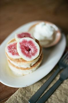 pancakes with fresh figs