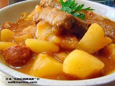 Guiso-patatas-costillas-cerdo-chorizo-olla-rapida, con receta. Pork Recipes, Lunch Recipes, Cooking Recipes, Patatas Guisadas, Chorizo, Tasty, Yummy Food, Spanish Food, Budget Meals