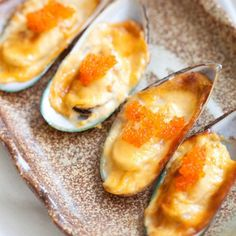 Cheese-Mayo Baked Mussels (Mussels Dynamite) - So delicious. Easy recipe with cheese, mayo, mussels and you have the most amazing appetizer ever. Shellfish Recipes, Seafood Recipes, Cooking Recipes, Mussel Recipes, Brunch Recipes, Baked Mussels, Baked Green Mussels Recipe, Chilli Mussels, Gastronomia