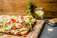 Three words to describe our pizza: Simple, fresh, delicious. How To Make Pizza, Bruschetta, Vegetable Pizza, Menu, Fresh, Simple, Ethnic Recipes, Food, Pizza