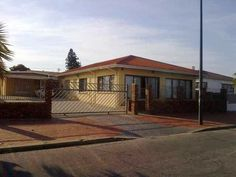 125 Milner Street - 125 Milner Street is situated across the road from the water way, with scenic views of the North End Lake. The place offers well equipped self-catering accommodation in Port Elizabeth.  There are three ... #weekendgetaways #portelizabeth #southafrica