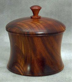 Decorative Boxes : Bildergebnis für wood turning boxes pictures -Read More – Wood Turning Lathe, Wood Turning Projects, Wood Vase, Wood Bowls, Wooden Art, Wooden Boxes, Wooden Containers, Lathe Projects, Wood Projects