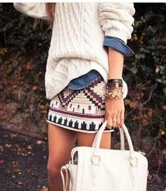 Jupe aztèque + chemise en jean + pull en laine blanc = une bonne alternative pour cet été frais.