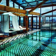 El hotel de Argentina en Buenos Aires cuenta con una piscina cubierta , por lo que la gente puede nadar en el invierno.