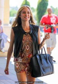 Kristin Cavallari  looking very stylish goes shopping at HomeGoods http://icelebz.com/events/kristin_cavallari_looking_very_stylish_goes_shopping_at_homegoods/photo1.html