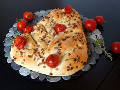Cherry Tomato, Rosemary and Red Onion Fougasse. Types Of Bread, Cherry Tomatoes, Baking Recipes, Shake, Onion, Wordpress, Breakfast, Red, Cooking Recipes