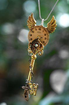 Gold Epic Key Necklace - 003