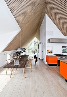 Ét langstrakt rum med plads til det hele Home Interior Design, Interior Architecture, Interior And Exterior, Living Room Designs, Living Spaces, A Frame House, Piece A Vivre, Living Room Inspiration, Interiores Design