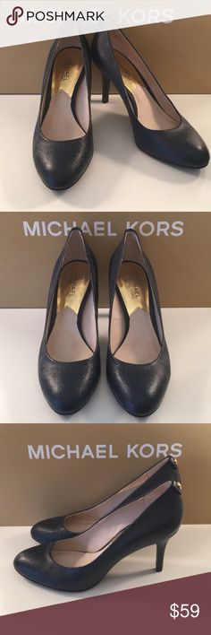 ⭐️MICHAEL KORS HEELS 💯AUTHENTIC ⭐️MICHAEL KORS HEELS 💯AUTHENTIC . STUNNING AND STYLISH ALWAYS ON TREND! SO PRETTY! NAVY BLUE SAFFIANO AND GOLD BUTTONS . THE SIZE IS 7.5 Michael Kors Shoes Heels