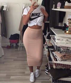 48 Stylish Types Of Pencil Skirts Plus Size Women's Leith High Side Slit Pencil Skirt Dope Outfits, Trendy Outfits, Dress Outfits, Casual Pencil Skirt Outfits, Bodycon Skirt Outfit, Pastel Outfit, Look Fashion, Girl Fashion, Fashion Outfits