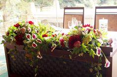 # Vress et Rose # Wedding #red #bordeaux#maintable # table # Flower #Bridal #Vintage # ブレスエットロゼ #ウエディング# ホワイト #グリーン #ホワイトグリーン #ビンテージカラー # ゲストテーブル #メインテーブル # 花 # ブライダル#結婚式