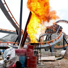 Featuring hundreds of roller coasters, thrill rides and family attractions, Six Flags is the biggest regional theme park company in the world! Scary Roller Coasters, Cool Coasters, Roller Coaster Ride, Great America, America 2, Six Flags America, Attraction, Planet Coaster, Fun Places To Go