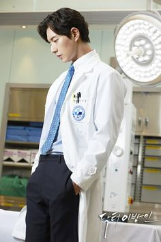 Doctor Stranger's official site is already up and running, unveiling the drama's official poster and the four leads' character stills. (Side note: I never liked the old layout of … Park Shin Hye, Park Hye Jin, Park Jin Woo, Park Min Young, Lee Jong Suk Doctor Stranger, Kang Sora, Jason Kim, Handsome Korean Actors, Lee Jung Suk