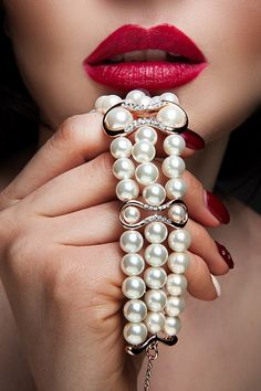 Red Lips And Gorgeous Pearls Mode Glamour, Pearl And Lace, Beautiful Lips, Jewelry Photography, Red Lips, Pearl Jewelry, Color Splash, Lady In Red, Fashion Accessories
