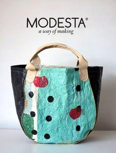 Entre 50 y 100 bolsas plásticas se reciclan para lograr una Bolsa Modesta. Diseño argentino y sustentable.