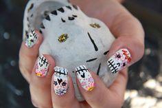 Dia De Los Muertos sugar skull nail art. Video tutorial here: http://www.youtube.com/watch?v=zIRhyQHorSg