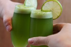 Pisco Sour albahaca-jengibre - El Sabor de lo Bueno Pisco Sour, Hummus, Cocktails, Drinks, Honeydew, Lime, Fruit, Food, Queso
