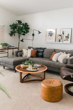30 Amazing Living Room Design Ideas You Must Try - Home Design and Decor Boho Living Room, Living Spaces, Gray Couch Living Room, Gray Sofa, Living Room Decor Grey Couch, Earthy Living Room, Bohemian Living, Gray Sectional Sofas, Living Room Corners
