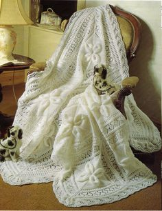 Vintage knitting pattern for baby shawl ~ stunning blanket!