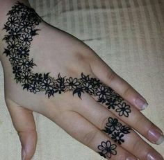 Floral Latest Mehndi Designs 2019 For Hands, There is the growing trend of mehndi designs, also known as henna tattoo designs which is now the main element for women. Unique Mehndi Designs, Arabic Mehndi Designs, Latest Mehndi Designs, Beautiful Henna Designs, Simple Mehndi Designs, Mehndi Designs For Hands, Henna Tattoo Designs, Mehandi Designs, Floral Henna Designs