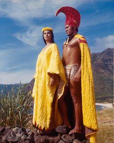 vintagewoc: Elizabeth Logue with Manu Tupou in Hawaii Hawaii Hula, Aloha Hawaii, Hawaii Vacation, Hawaii Travel, Golden Age Of Hollywood, Classic Hollywood, Hawaiian People, True Art, Hawaiian Islands