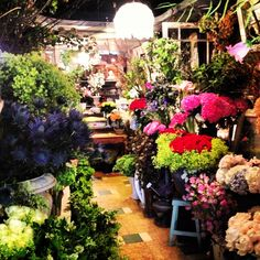Flower shopping in Paris #vitaphenolPinItToWinItsummer