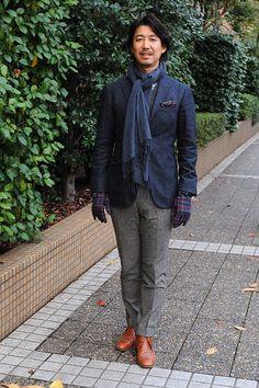 シャツの着こなし・コーディネート【秋冬らしいカジュアルシャツとジャケットスタイル】ozie チェック柄ホリゾンタルカラーシャツ+ムーンのツイード生地使用 iTouch Gloves iTGL-M001-BLACKxBLUE+イタリア生地使用 ウール100% ポケットチーフ +ホームスパンのジャケット+ホームスパンのベスト+ホームスパンのパンツ+チャッカーブーツ